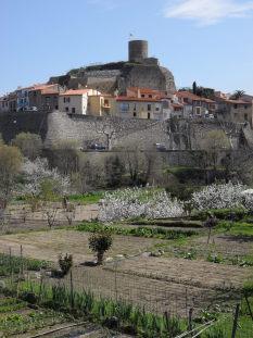 Le village surplombe les jardins de la Florentine qui sont loués à des particuliers