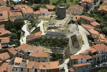 Le village de Laroque des Albères s'est construit autour du château