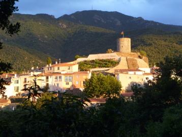 Le village de Laroque des Albères se situe au pied du massif des Albères (Pyrénées)