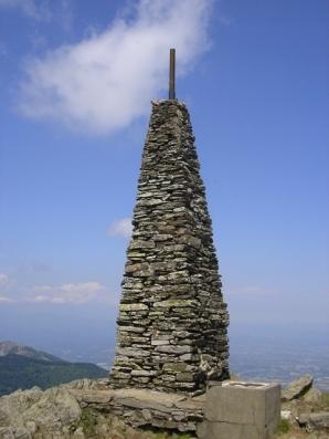 Sommet des Albères, le Pic Neulos s'élève à 1256 m