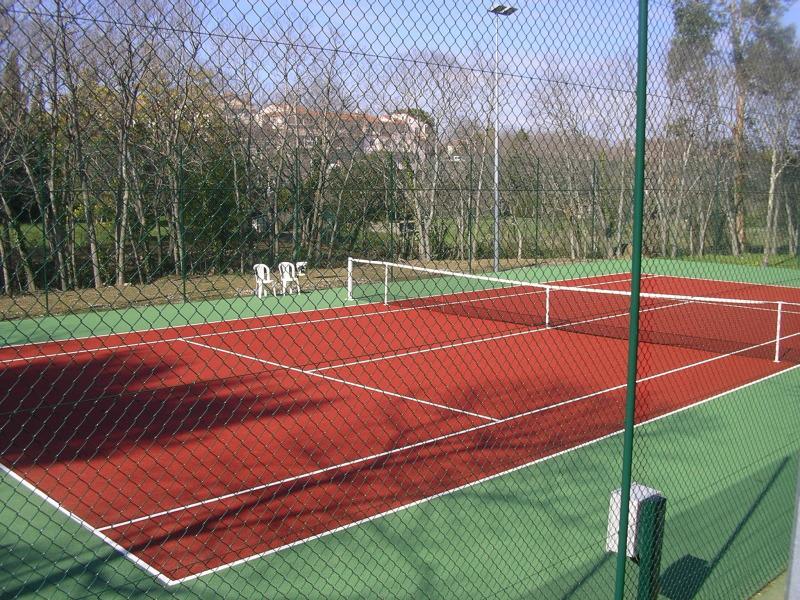 Camping municipal le vivier for Terrain de tennis taille